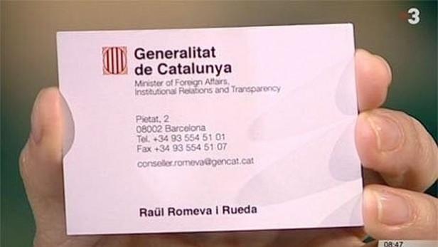 """La tarjeta de """"ministro de Asuntos Exteriores"""" que Raül Romeva exhibió en TV3"""