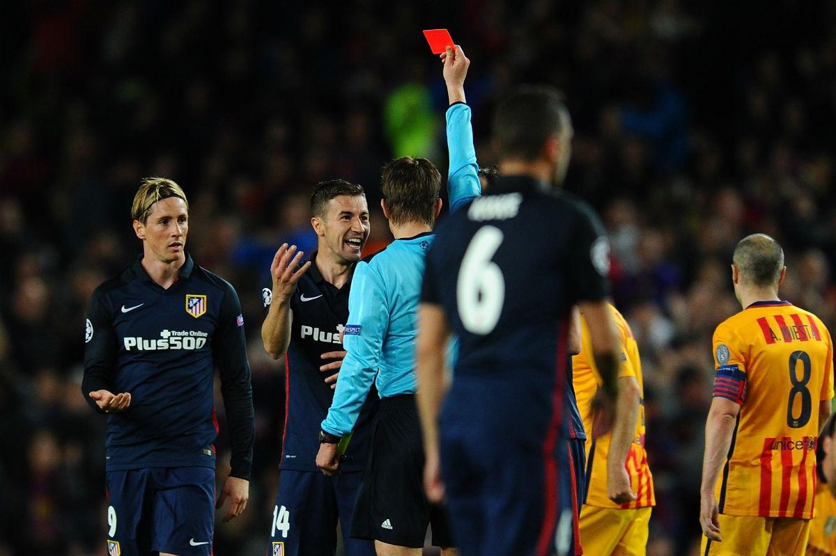 Torres vio la roja en el Camp Nou. (Getty)