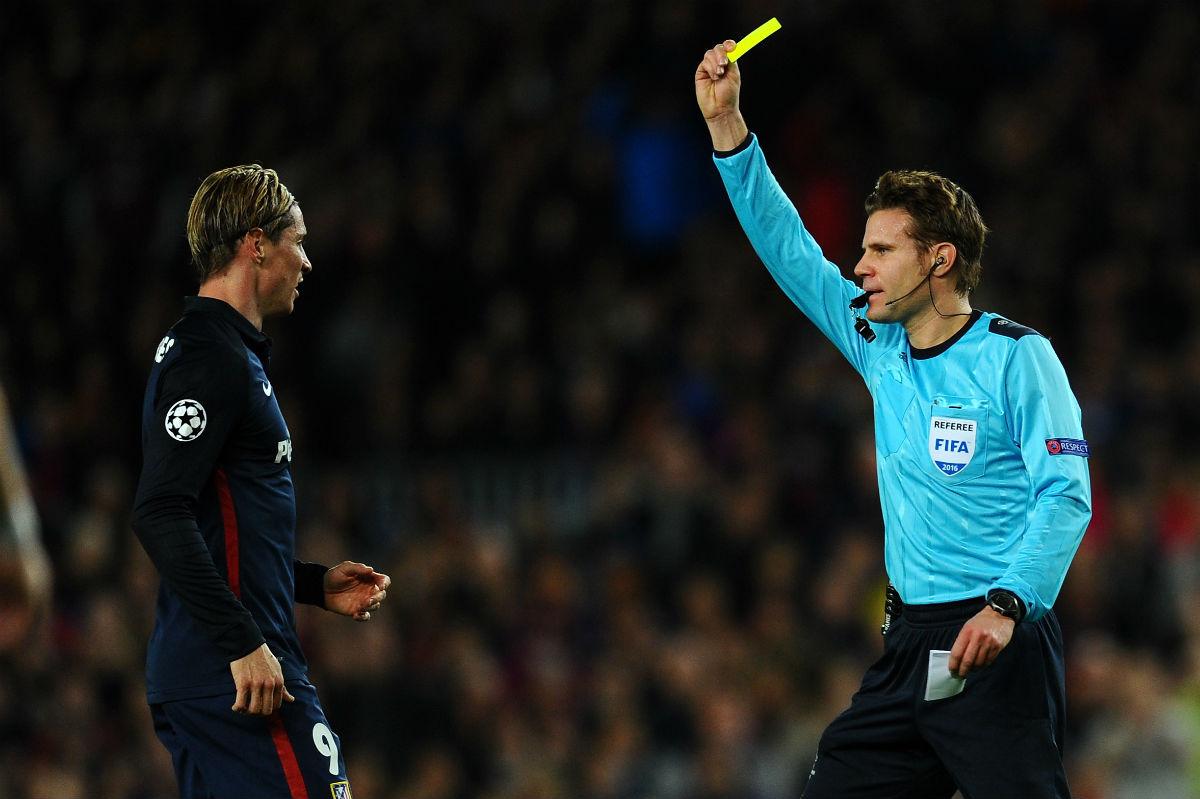 Fernando Torres fue expulsado en el Camp Nou. (Getty)