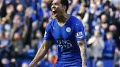 Ulloa celebra el gol del empate de Leicester ante el West Ham. (Reuters)
