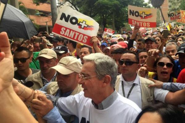 El ex presidente Uribe, durante la marcha del pasado 2 de abril en Medellín. (OKD)