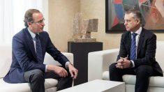 El lehendakari, Íñigo Urkullu, y el presidente del PP vasco, Alfonso Alonso. (Foto:EFE)