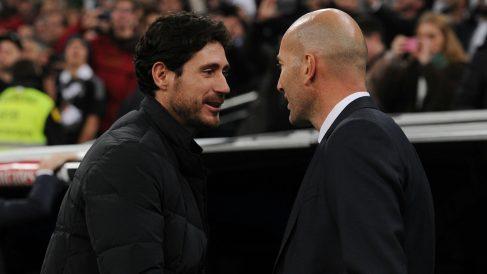 Víctor Sánchez saluda a Zidane. (Getty)