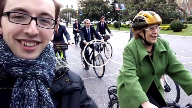 OKDIARIO se monta en bicicleta con Carmena por el centro de Madrid