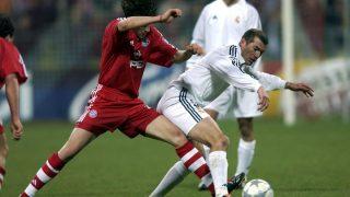Zidane, en un partido contra el Bayern en 2002. (Getty)