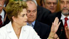 La ya ex presidenta de Brasil, Dilma Rousseff, saliendo de Planalto. (AFP)