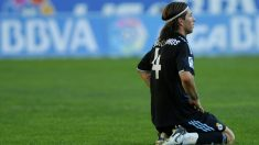 Sergio Ramos se lamenta en La Rosaleda. (AFP)