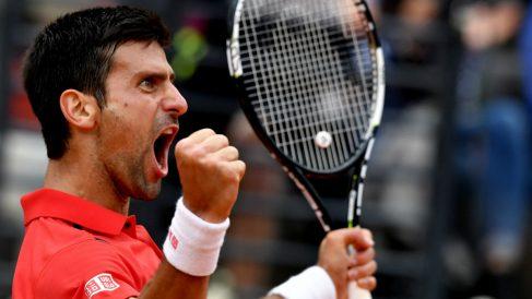 Djokovic celebra eufórico su triunfo sobre Nadal. (AFP)