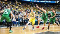 Bogdanovic trata de penetrar entre la defensa blasonista (Foto: Euroleague.net)