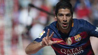 Luis Suárez celebra un gol en Granada. (AFP)