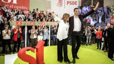 Susana Díaz y Pedro Sánchez durante la presentación del candidato del PSOE (Foto: Efe).