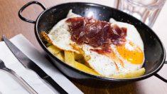 Cómo preparar unos deliciosos huevos rotos tradicionales