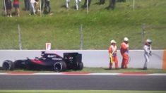 Fernando Alonso se quedó parado con el McLaren en la misma curva donde sufrió un grave accidente en 2015.