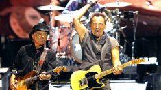Bruce Springsteen durante su actuación en el Camp Nou (Foto: Efe).