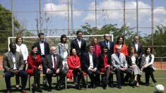 Sánchez y su equipo este domingo en Barcelona (Foto: EFE).