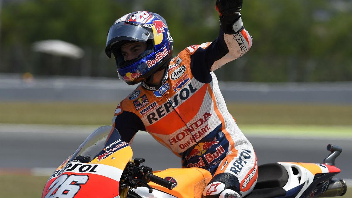 Dani Pedrosa saluda a los fans en el GP de España. (AFP)