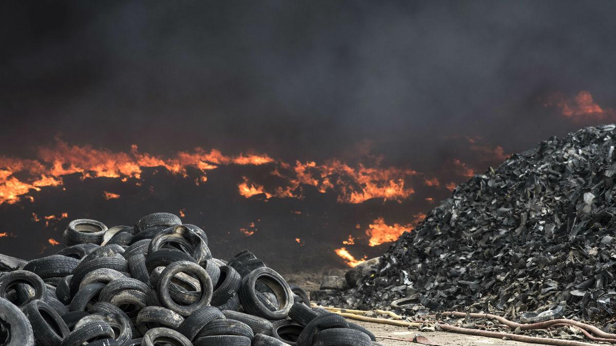 Imagen del incendio en el vertedero de neumáticos de Seseña (Foto: AFP).