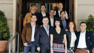 Los protagonistas y el equipo de '¡Cómo está Madriz!' durante la presentación de la obra en el madrileño Teatro de la Zarzuela. (Foto: EFE)