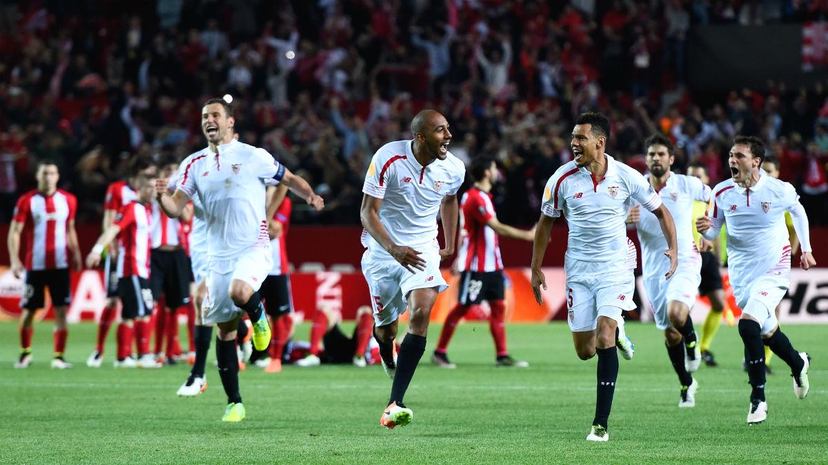 Los jugadores del Sevilla celebran el pase por penaltis ante el Athletic. (Getty)