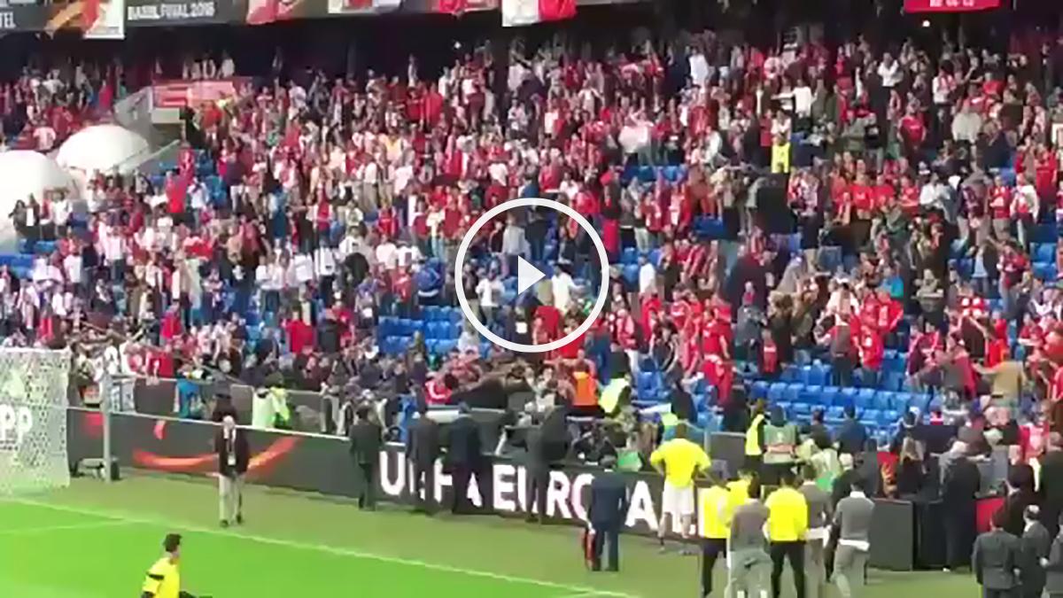 Los aficionados se enfrentaron minutos antes del Sevilla vs Liverpool.