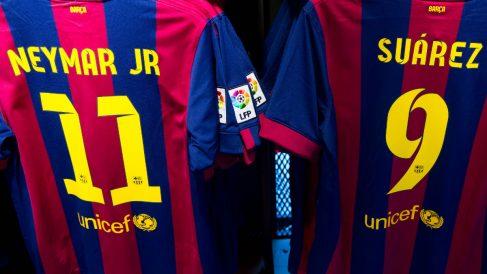 Las camisetas de Neymar y Suárez son de las más vendidas. (Getty)