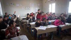 Un aula de secundaria con escolares en plena clase. (Foto: Getty)