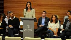 La portavoz del Ayuntamiento con el resto del equipo de Ahora Madrid. (Foto: Madrid)