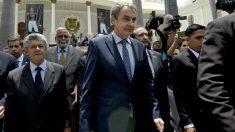 Zapatero y el presidente de la Asamblea venezolana, el opositor Ramos Allup, en Caracas. (AFP)