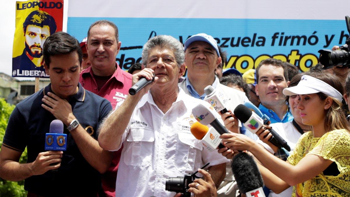 El presidente de la Asamblea Nacional Ramos Allup en la marcha del pasado miércoles (Foto: Reuters)