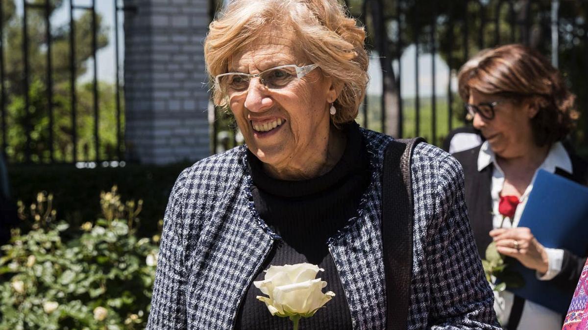 La alcaldesa Carmena disfrutando del aire libre. (Foto: Madrid)