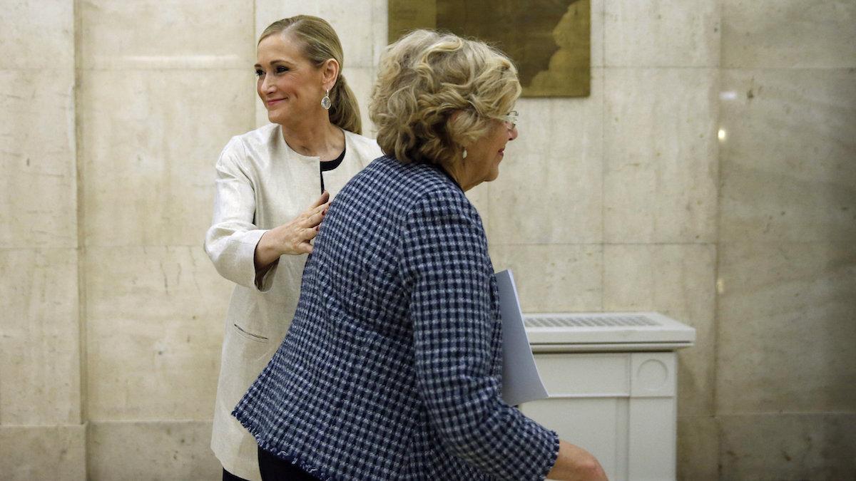 Cristina Cifuentes y Manuela Carmena (Foto: EFE).