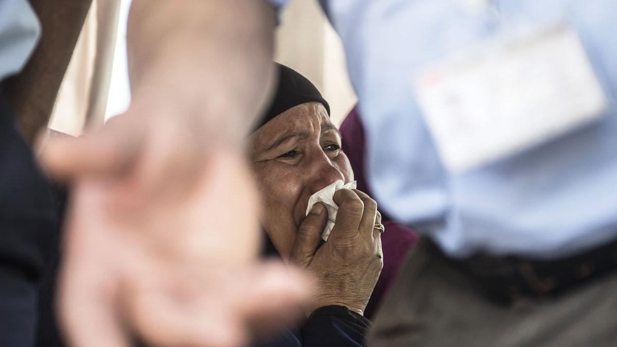 Familiar de una víctima del vuelo de EgyptAir. (Foto: AFP)