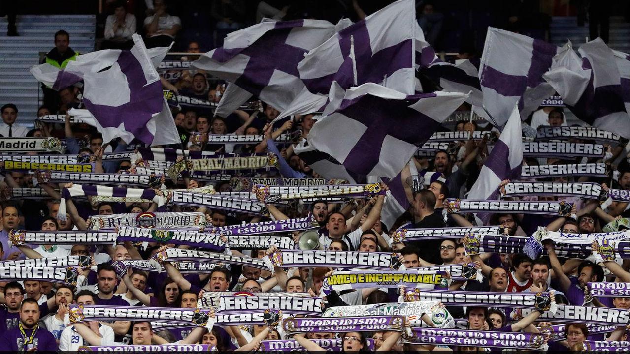 Los fans del Real Madrid de baloncesto durante un partido. (realmadrid.com)