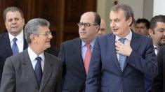Henry Ramos Allup junto a José Luis Rodríguez Zapatero. (Foto: AFP)