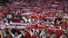 La afición del Sevilla en el Vicente Calderón. (Reuters)