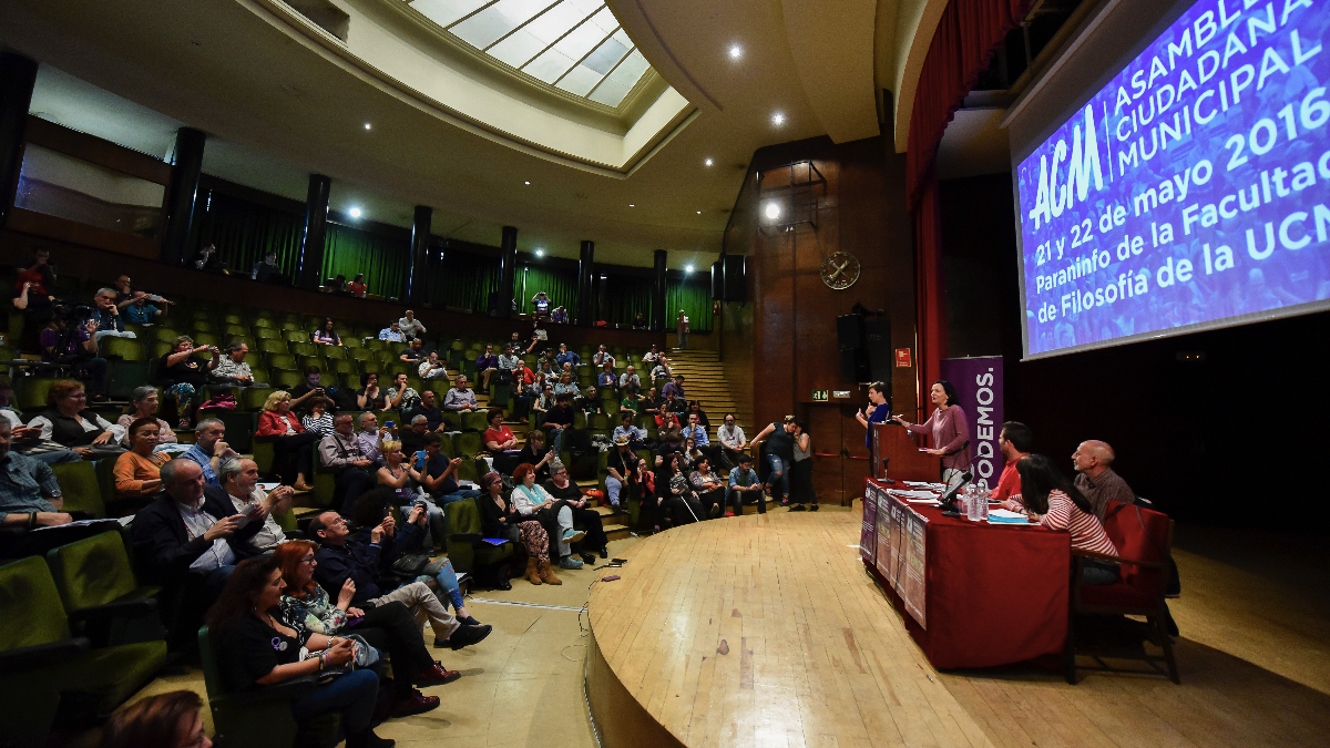 Cerca de 100 asistentes a la asamblea de Podemos Madrid de 70.000 militantes, 600 inscritos. (Foto: EFE)