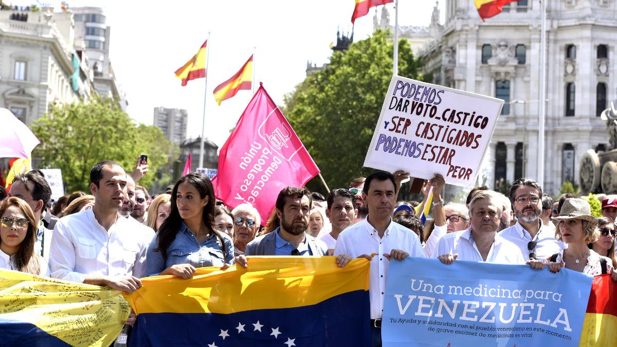 Dirigentes de PP y Ciudadanos encabezan la marcha junto al padre de Leopoldo López (Foto: Efe).
