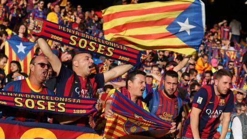 Aficionados del Barcelona pitando al Himno y a los Reyes en la Copa de 2016. (Foto: AFP)