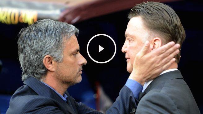 Mourinho saluda a Van Gaal en un partido de la Premier. (AFP)