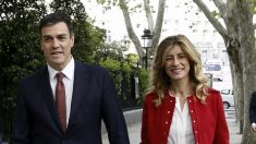 Pedro Sánchez junto a su mujer, Begoña Gómez. (Foto: EFE)
