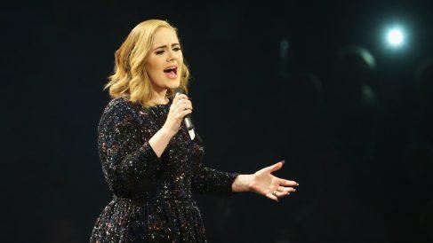 La cantante Adele durante un concierto de su gira '25' en Alemania. (Foto: Getty)