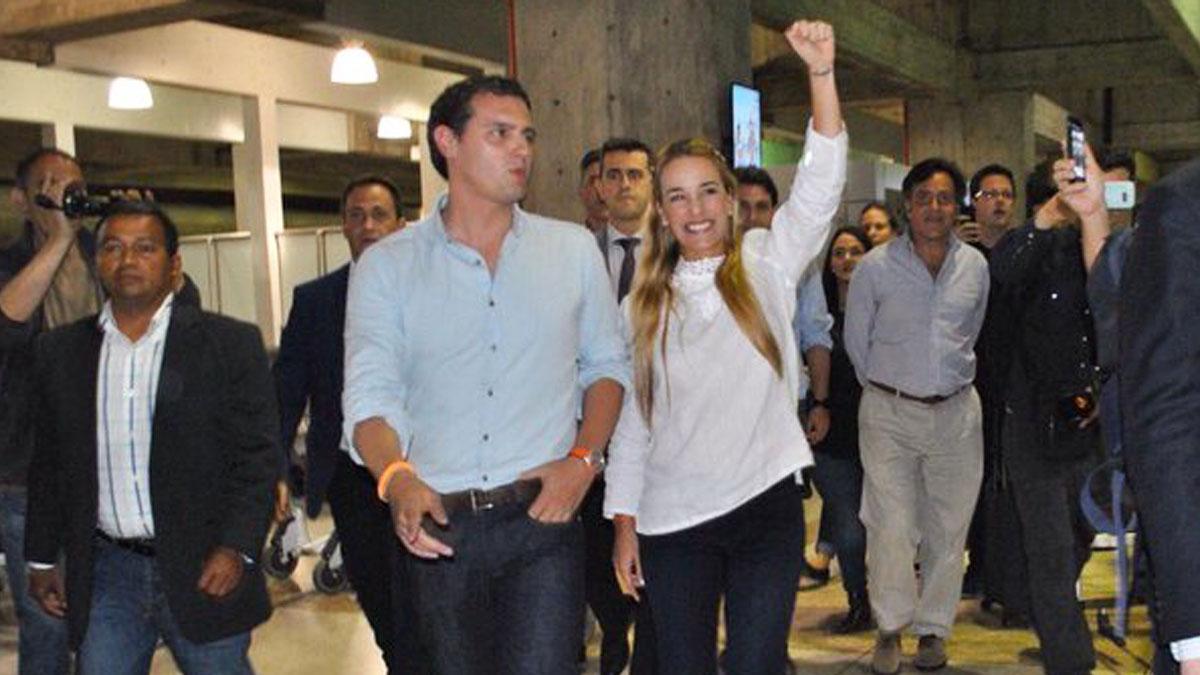 Albert Rivera y Lilian Tintori. (Foto: @liliantintori)