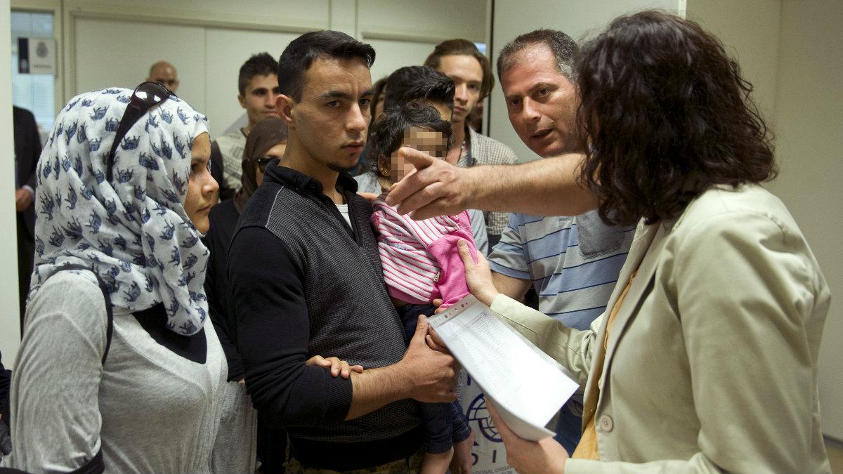 Un grupo de 20 refugiados llegando a España para comenzar sus nuevas vidas. (Foto: EFE)