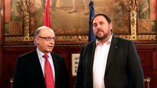 Cristóbal Montoro y Oriol Junqueras en la sede del Ministerio de Hacienda (foto: Efe).
