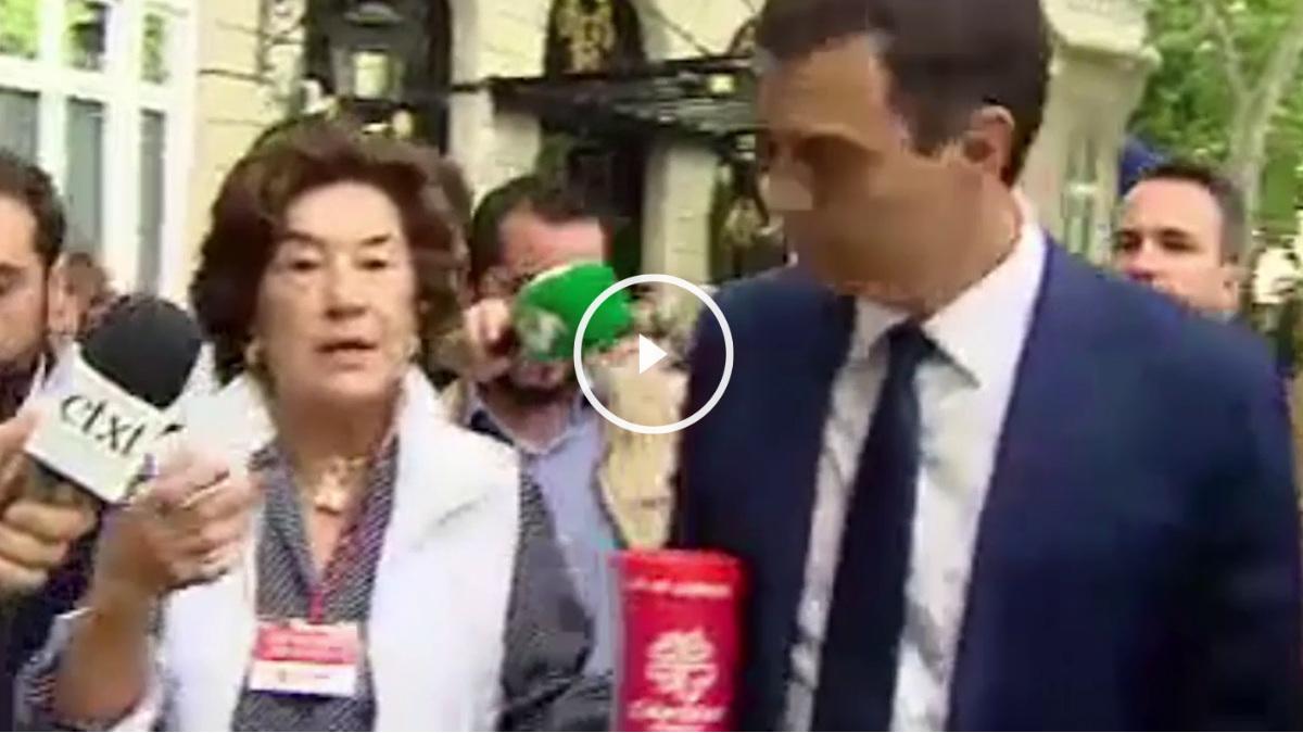El candidato socialista increpado por una voluntaria de Cáritas ante su negativa a donar dinero a la labor social de la Iglesia.