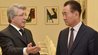 Enrique Cerezo y Wang Jianlin (Foto: ATLÉTICO DE MADRID).