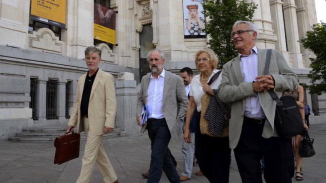 Carmena se reunirá en el Ayuntamiento con el rumano que boicoteó a Rajoy al grito de «sois la mafia»