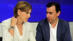 María Dolores de Cospedal y Fernando Martínez-Maíllo. (Foto: AFP)