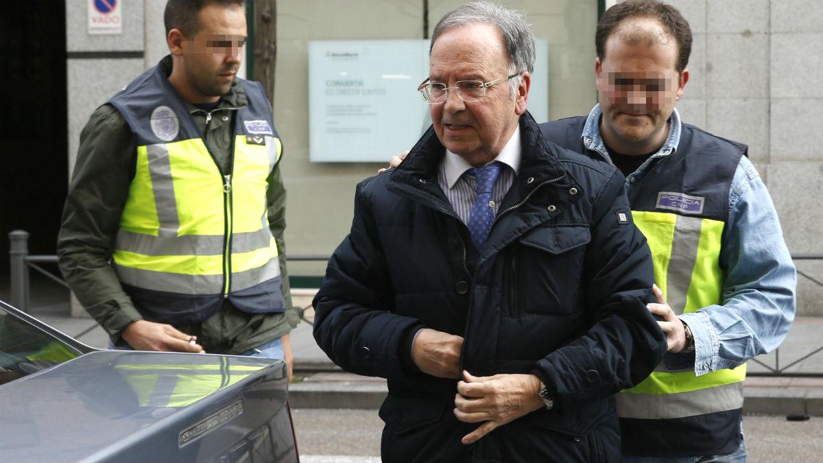 Miguel Bernad en el momento de su detención. (Foto: EFE)