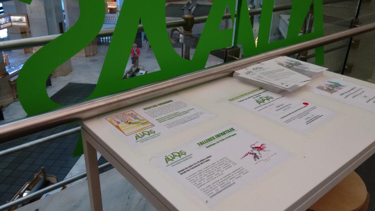 Cartel de los talleres infantiles de 'Aliadas'. (Foto: Madrid)